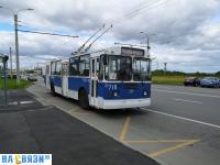 """Троллейбус на остановке """"Новый город"""""""