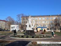 Памятник труженику