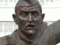 Лицо памятника Алексею Логинову