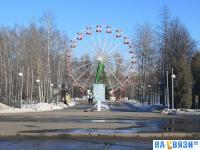 Парк 500-летия Чебоксар: Вид на колесо обозрения