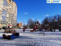 Детская площадка в Студенческом сквере зимой