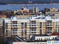 Вид на крыши домов вдоль улицы Константина Иванова