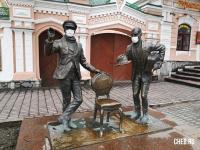 Памятник Остапу Бендеру и Кисе Воробьянинову
