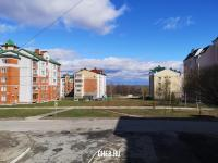 Пустырь между домами на бульваре Денисова