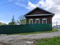 Здание культурного наследия, скрытое забором