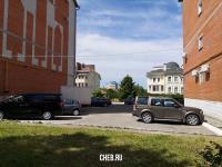 Парковка между домами