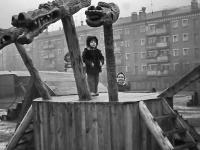 Во дворе по ул. Николаева 53 (осень 1980 года)