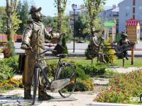 Скульптура почтальона Печкина