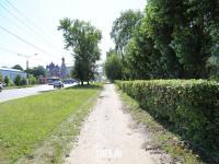 Безасфальтовый тротуар вдоль улицы Гражданской
