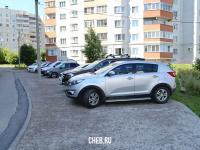 Автомобильная парковка во дворе