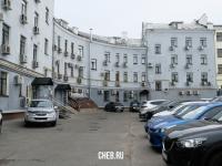Парковка во дворе Карла Маркса 22