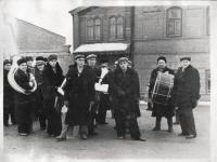 Оркестр Чапаевского завода во время ноябрьской демонстрации на ул. Плеханова