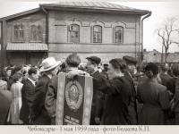 Демонстранты перед домом №22 по ул. Плеханова
