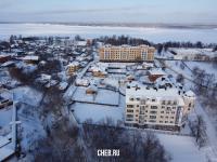 Новые дома в старом городе зимой