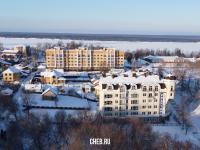 Вид на новые дома в старом городе