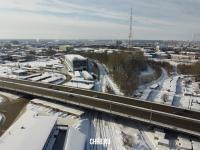 Вид сверху на путепровод Мира зимой