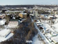 Вид сверху на лес вдоль улицы Докучаева