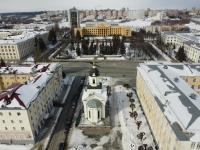 Вид сверху на церковь, площадь Республики и Дом правительства