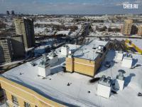На крыше дома пр. Тракторостроителей 74