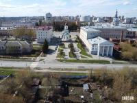Вид с частного сектора на церковь и площадь Республики