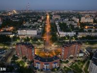 Вечерний вид сверху на улицу 50 лет Октября