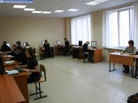 Доцент Иванова Вера Ивановна проводит практическое занятие по эконометрике в лаборатории Е-211 ИВЦ ЧГУ