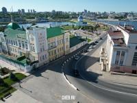 Поворот с улицы Константина Иванова на дорогу к храму