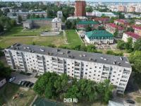 Вид на ул. Калинина 102к3 (и школьный стадион на заднем плане)