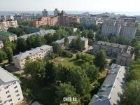 Вид сверху на двор трехэтажных домов