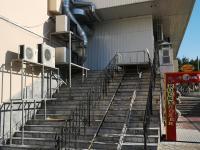 Лестница - Странный вход в Дом мод