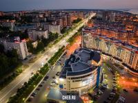 Вечерний вид на проспект Максима Горького в районе ТРЦ Волжский
