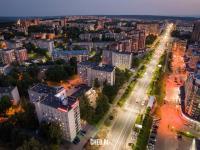 Вечерний вид сверху на проспект Максима Горького