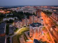 Вечерний вид сверху на дома по улице Университетская
