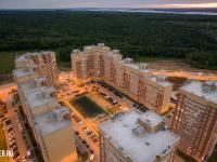 Вечерний вид сверху на жилищный комплекс на ул. Миначева 17 и 19