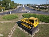Памятник первому серийному трактору