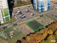 Вид сверху на детскую и спортивную площадку ЖК Олимп