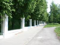 Дорога вдоль сада