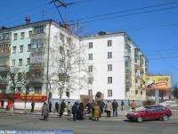 """Остановка """"ул.Николаева"""", вид на памятник"""