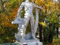Памятник напротив техникума