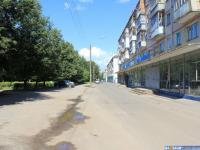 Парковка у дома 5 по улице Максимова