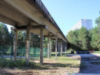 Под пешеходным мостом