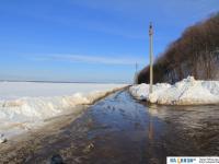 Московская набережная в конце марта