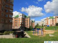 Двор, детская площадка