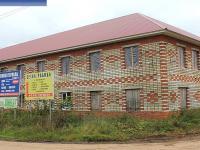 Пустующее двухэтажное здание