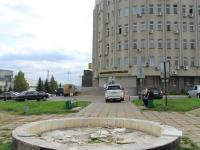 Неработающий фонтан у Чувашкредитпромбанка