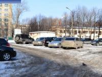 Автостоянка во дворе дома 15 на улице 324-й Стрелковой дивизии