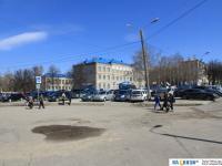На улице Петрова